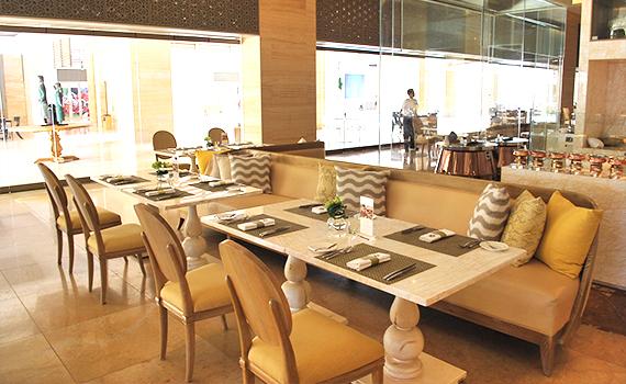 レストラン「ザ カフェ」