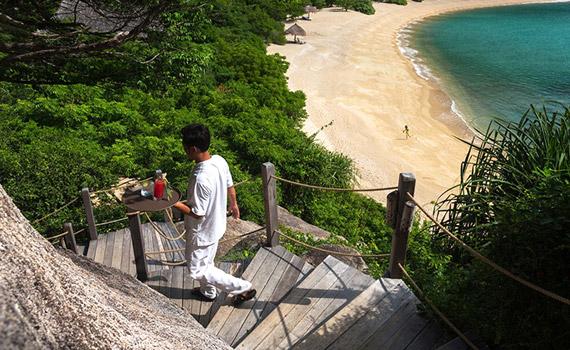 ビーチと階段