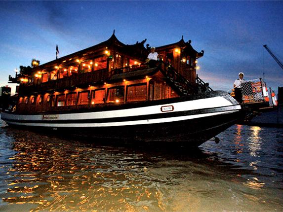 サイゴン川ディナークルーズと夜景見学